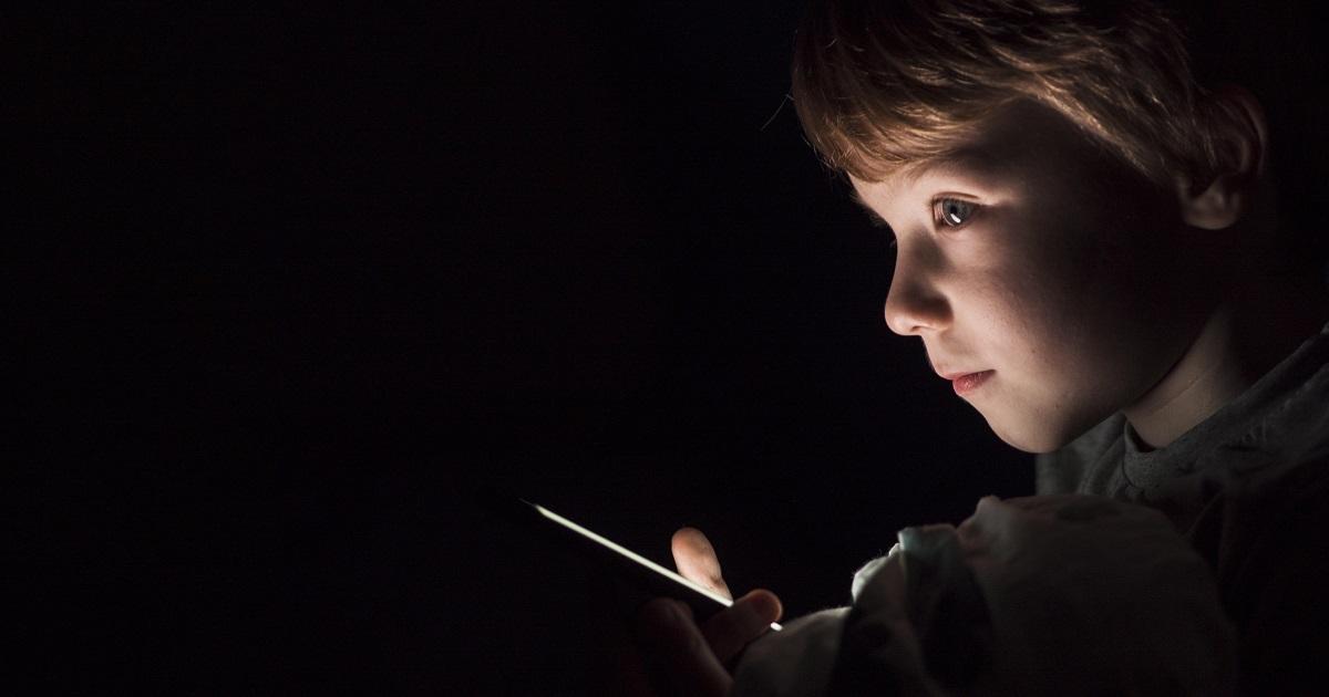 Adolescenti e internet. Con il coronavirus aumenta il rischio di adescamento online