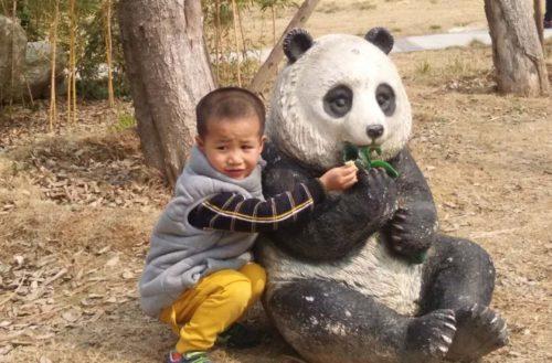 cina: un po' di focaccia alla statua del panda che mangia!