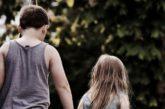 Papà violento e mamma incapace di accudirli. Ora Alessandro e Federica cercano una famiglia che li accolga in affido