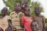 Kenya. Grazie al centro Kwetu , Joseph ce l'ha fatta: ma quanti bambini di strada attendono fuori da quel cancello!