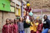 Dall'Italia al Kenya per conoscere Beth, bimba adottata a distanza e aiutare sua mamma a trovare lavoro