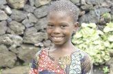 Congo. Samuel quando vede altri bambini che sanno leggere e scrivere, pensa che sia qualcosa di magico!