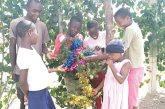 Kenya. Natale: un vestito nuovo per i 30 bambini del Vijiji Home of Light