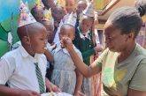 Kenya. Il meraviglioso compleanno di Gebron festeggiato con i suoi compagni di classe!