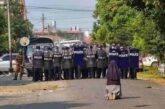Il gesto di suor Ann Nu Thawng: in ginocchio contro la violenza in Myanmar