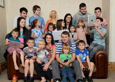 Gran Bretagna. La famiglia più numerosa al mondo  Ha ben 19 figli…e ... dff6212638