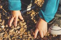 romania, troppi bambini abbandonati rispetto alle famiglie disponibili: urge l'adozione europea