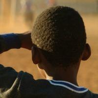 bambino nero di spalla 200