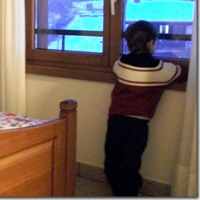 bimbo finestra neve 200