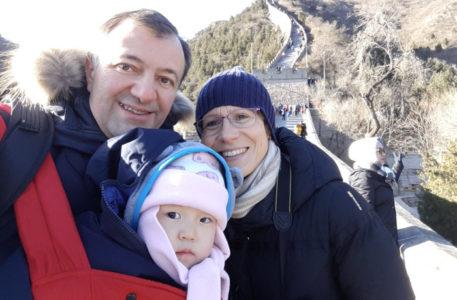 cina, il racconto dell'adozione di Angela da parte di mamma Beatrice e papà Piero