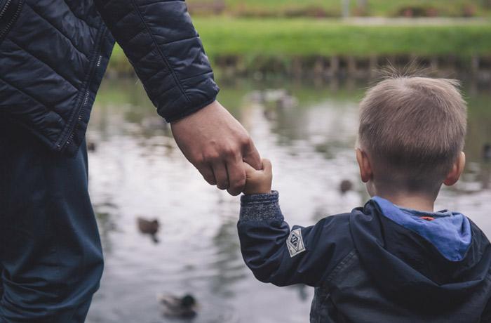 famiglia, come lievitano i costi in caso di separazione, specialmente per i papà