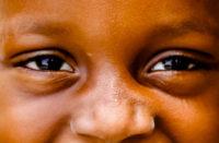 bambini. Dagli occhi dei piccoli abbandonati in Marocco si legge la sofferenza senza una mamma e un papà