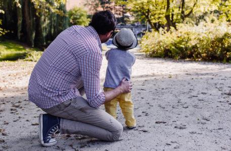 famiglia, il congedo obbligatorio per i papà nel 2018 passa a 4 giorni