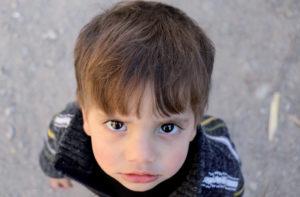 cesti di cibo e coperte calde per sopravvivere all'inverno di Idlib in Siria