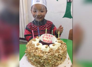 cina, che torta di compleanno per Xiao Jing!