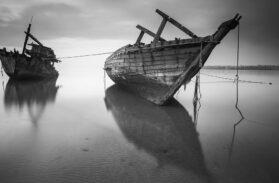 Le ragazze sommerse e i pescatori: le immagini choc di un naufragio fantasma